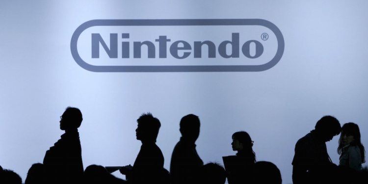 """Journalists are silhouetted during Nintendo Co Ltd's news conference in Chiba, east of Tokyo, in this October 10, 2007 file photo. Nintendo is expected to announce its Q1 results this week. REUTERS/Yuriko Nakao/Files  GLOBAL BUSINESS WEEK AHEAD PACKAGE - SEARCH """"BUSINESS WEEK AHEAD MAY 4"""" FOR ALL IMAGES"""